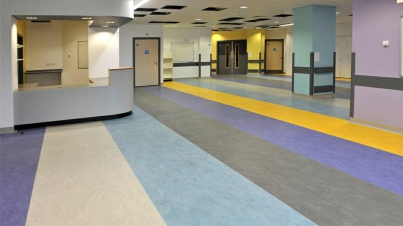 linoleumboden Hospital lila gelb blau