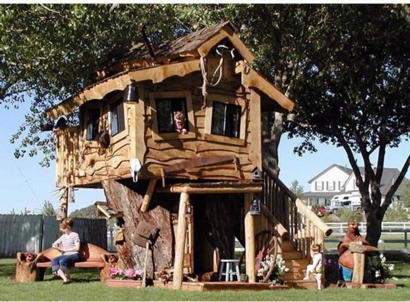 Moderne Gartenhäuser das Baumhaus als Ort der Kinderspiele