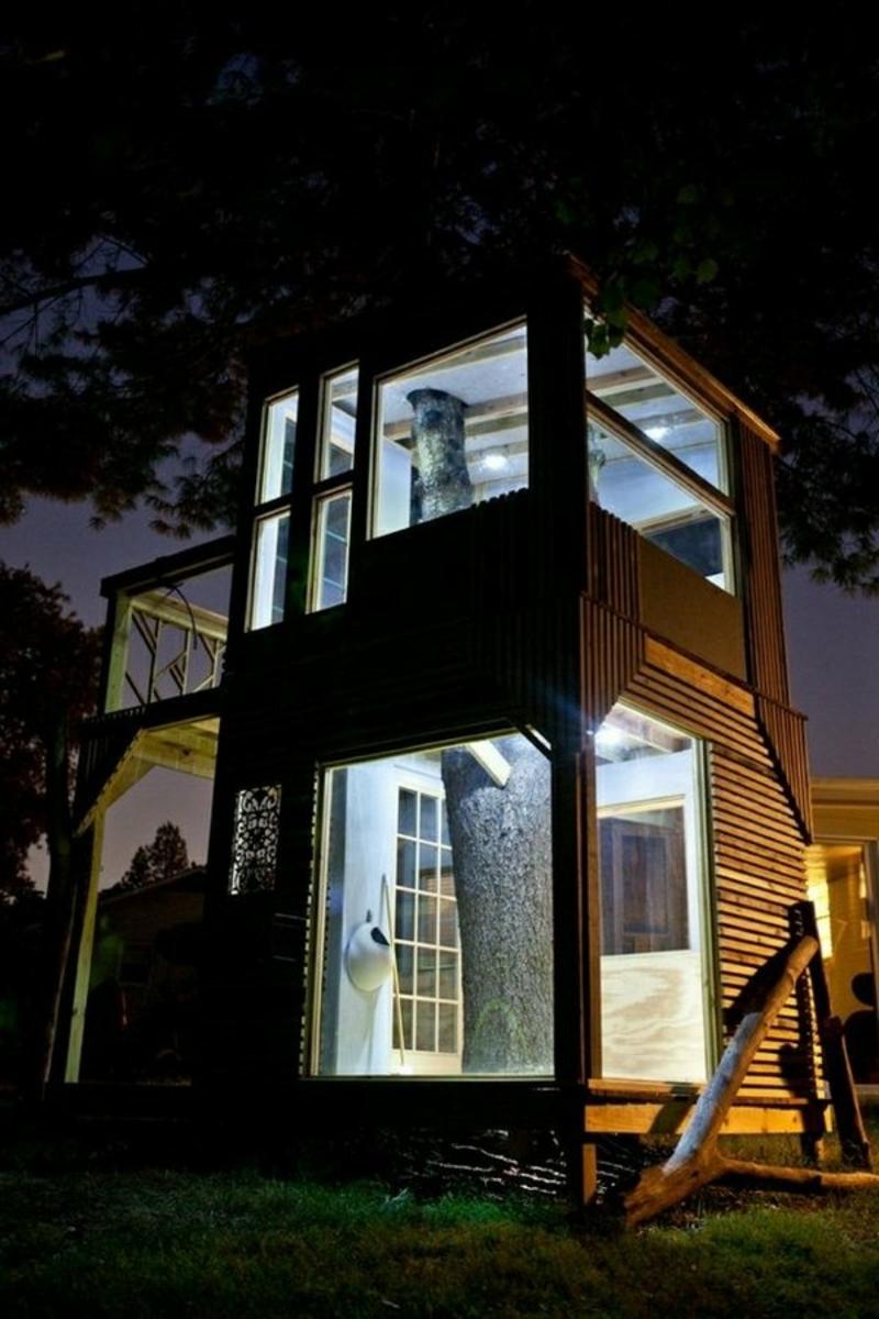 Baumhaus in der Nacht