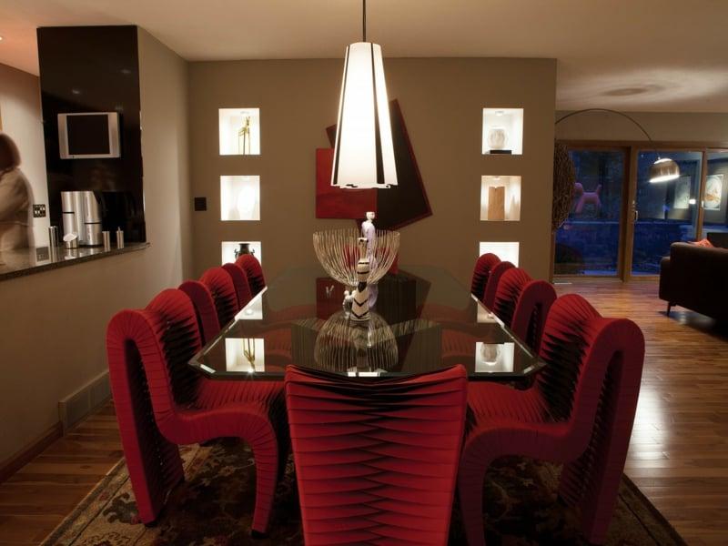 Die Inneneinrichtung Im Rot Des Esszimmers Kann Luxus Zeigen