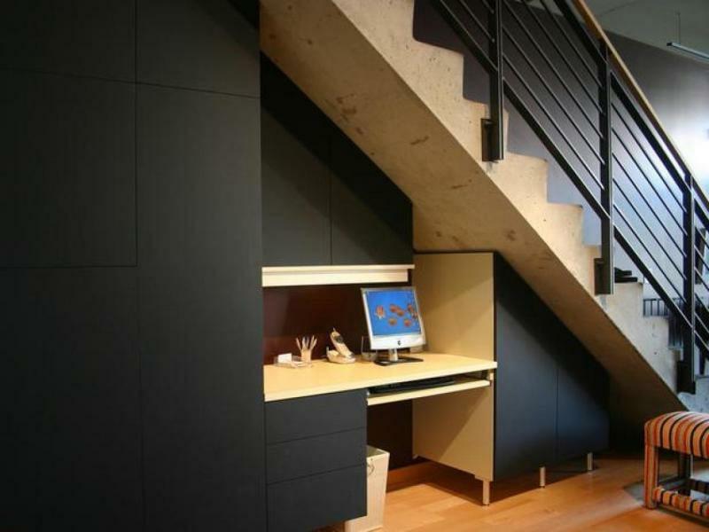 auch ein computer kann unter der treppe sein