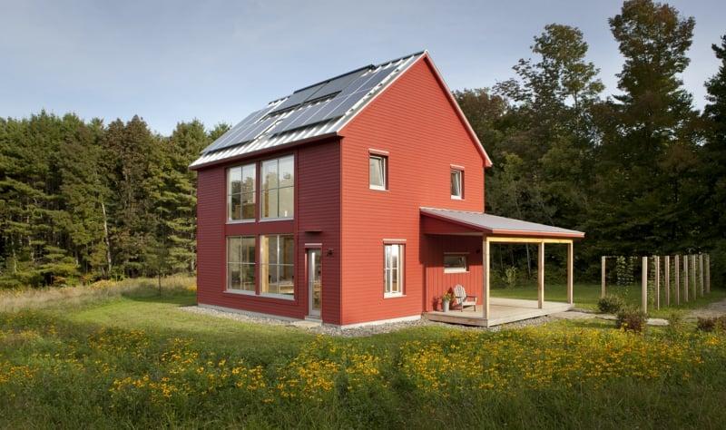rotes Energiesparhaus