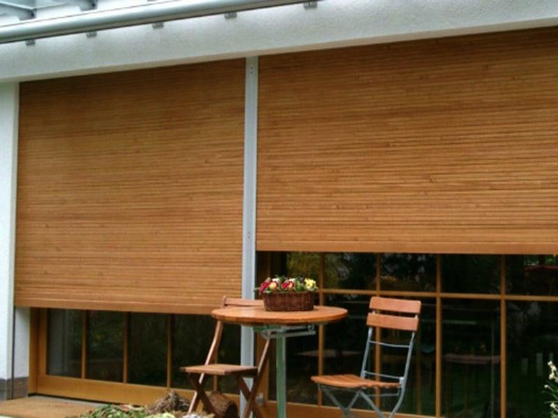 Die Holzjalousien als Fensterschutz