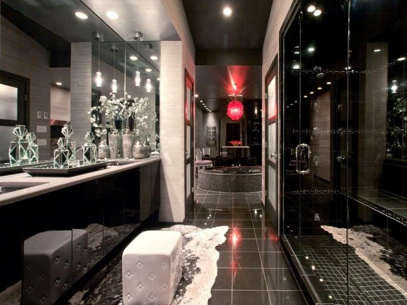 dunkle decke im luxiösen badezimmer