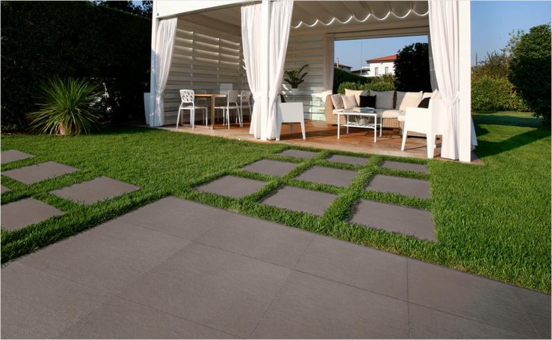 betonfliesen und grass