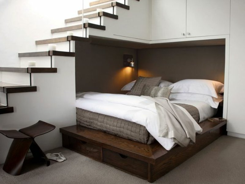 stilvolles platz unter der treppe