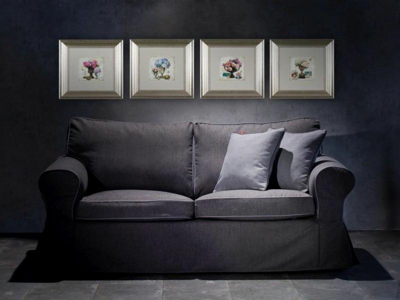 grauen sofa und moderne bunte bilder