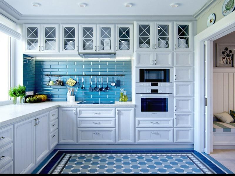 provence küche mit blauen akzenten