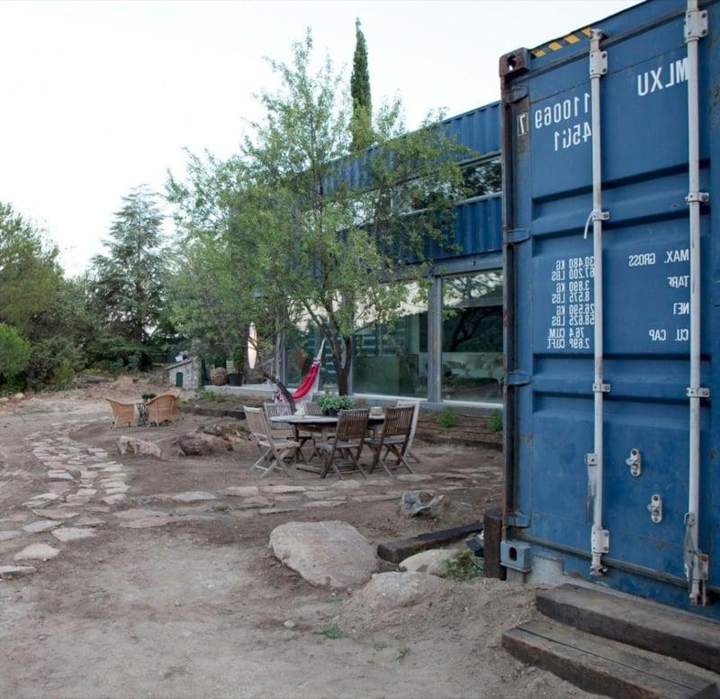 containerhaus in El Tiemblo blau