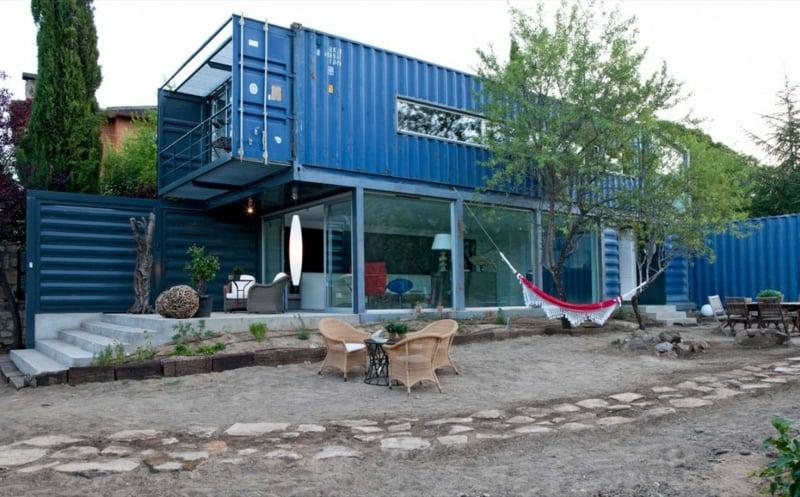 containerhaus in El Tiemblo strassenansicht
