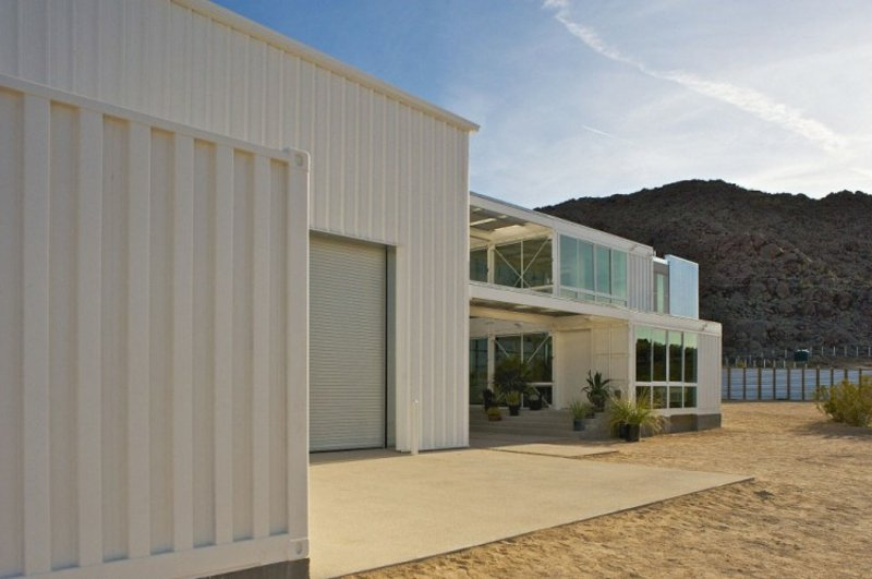 containerhaus in Mojave Desert by Ecotech Design weiss