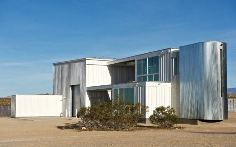 containerhaus in Mojave Desert by Ecotech Design