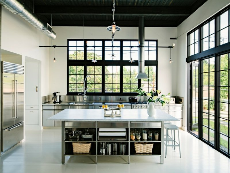 schwarze decke in der küche