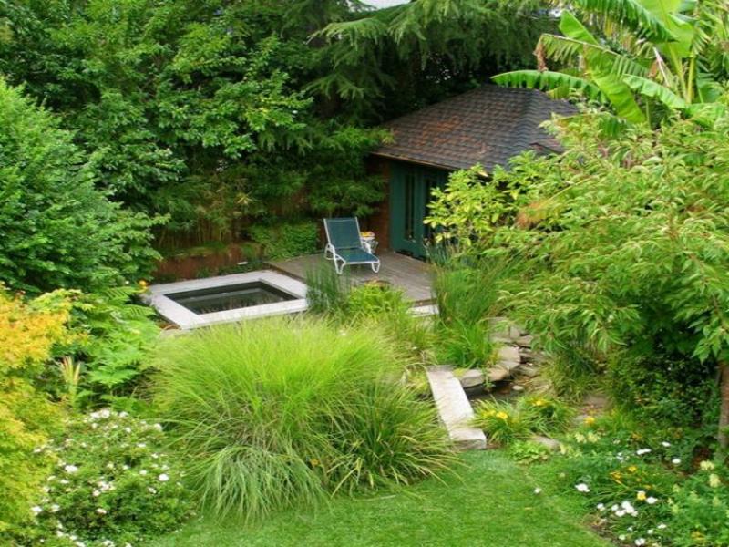 ein so grüner japanischer Garten