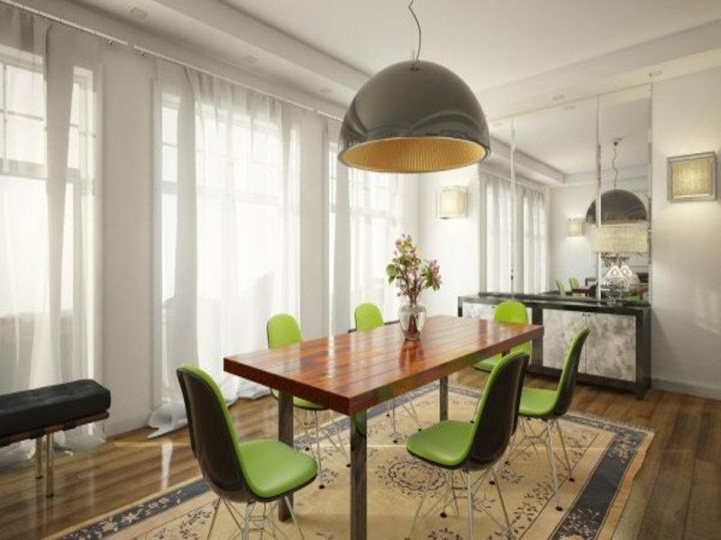 retroesszimmer mit grünen stühlen nach feng shui