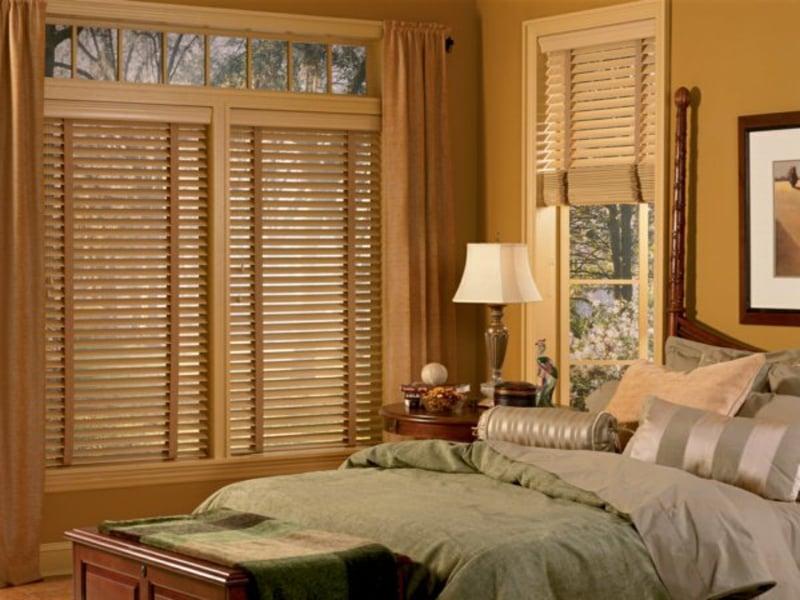 Schlafzimmer und Holzjalousien für Elegnaz