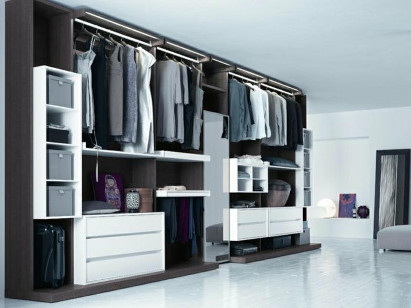 offener kleiderschrank mit kontrasten schänken