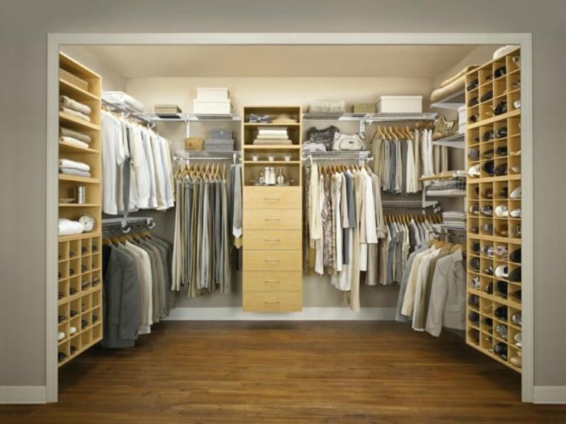 schuhe geordnet im designer kleiderschrank