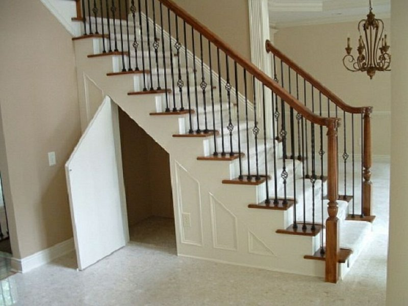 platz für einen kleiderschrank unter der treppe