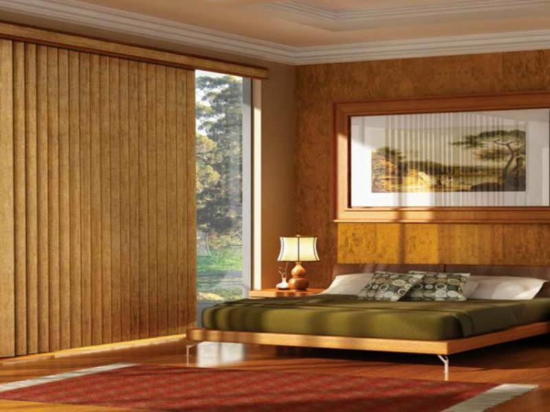 Große Holzjalousien für ein wunderschönes Schlafzimmer