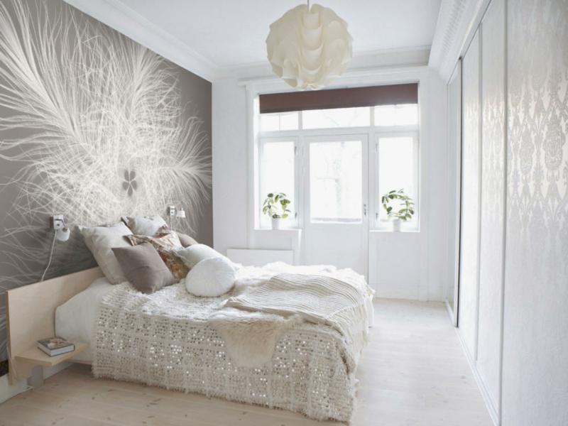 weiße Dekoration und moderne Tapete