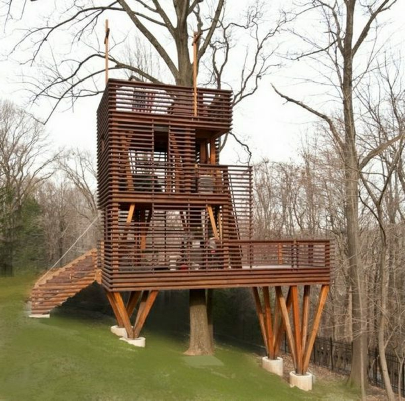 hohes Gartenhaus aus Holz