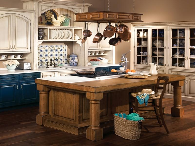 blaue akzente in der provence küche
