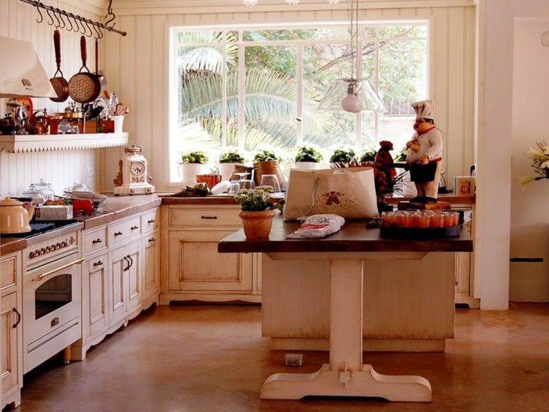 Rosa-Pastellfaren in der Küche