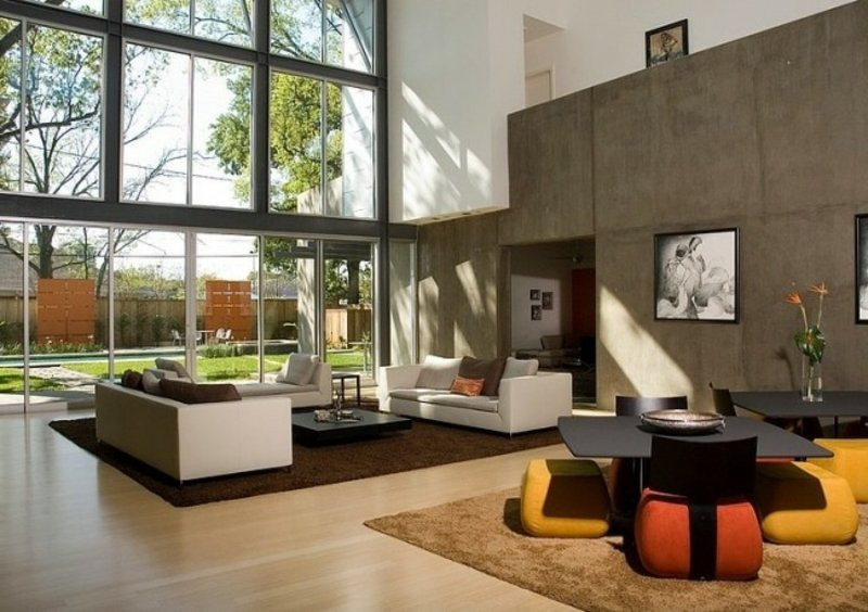 Wihnzimmer mit grossen Fenstern