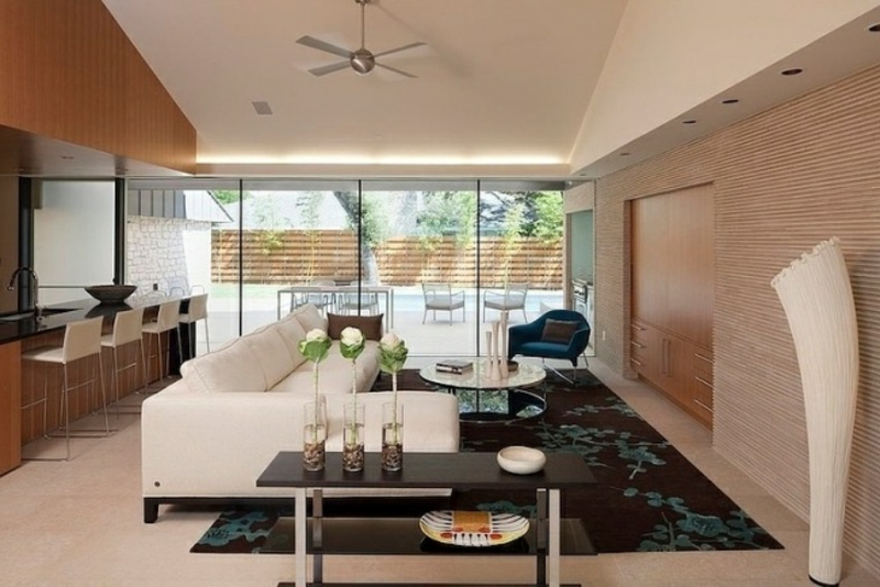 Wohnzimmer in Weiss und Braun