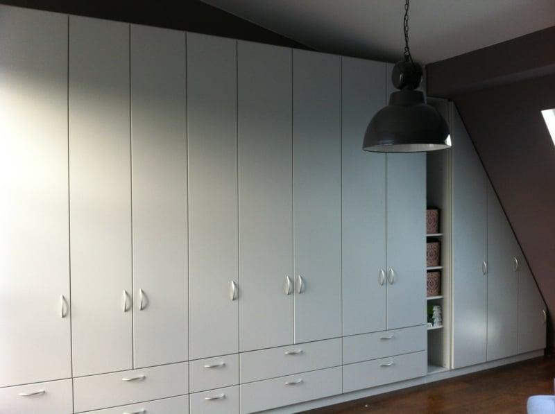 schrank dachschr ge g nstig begehbarer kleiderschrank dachschr ge hinten. Black Bedroom Furniture Sets. Home Design Ideas