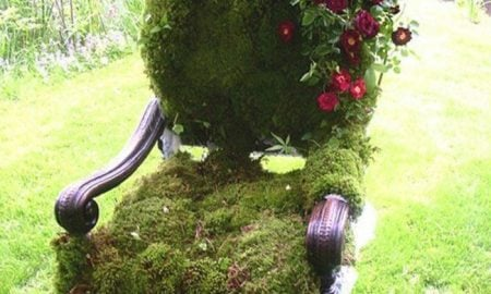 Stuhl als Gartendeko