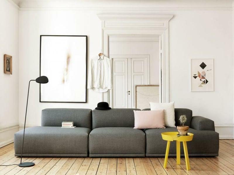 gelbes tisch i wohnzimmer