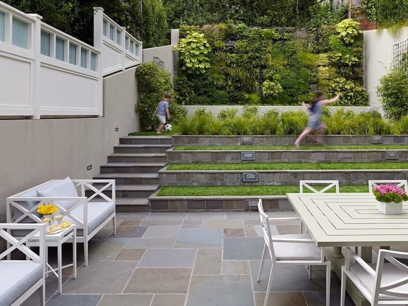 vertikaler garten Gartengestaltung kleine Gaerten vertikal anlegen Rasen