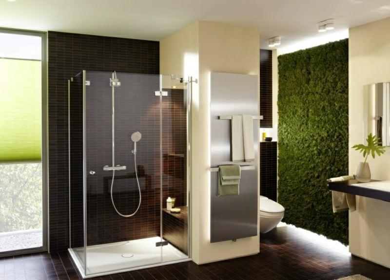 vertikaler garten gruen im badezimmer
