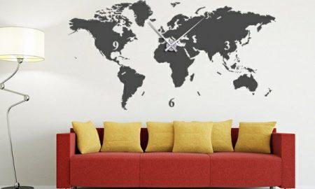 Gemalte Wanduhr und Geographie