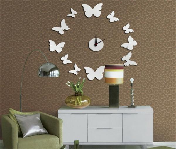 Andere Idee mit Schmetterlingen für die gemalte Wanduhr