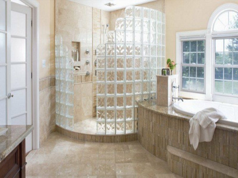 viel glas in der badezimmergestaltung