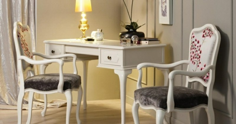 Barock Möbel zwei Stühle und Kaffeetisch im Weiss