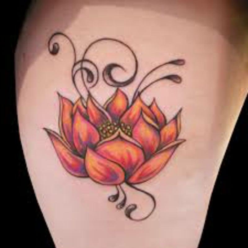 Tattoos Blumen und ihr Symbolik Schulter