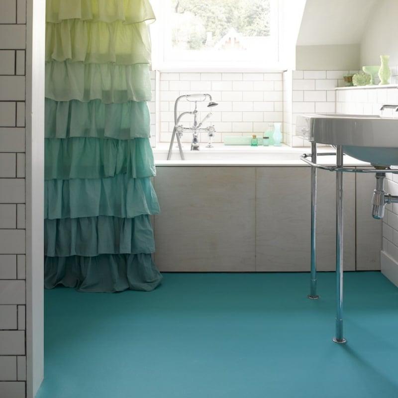 Badezimmergestaltung Kautschuk als Bodenbelag