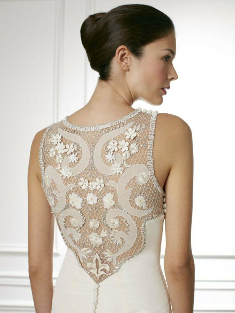 Dekoration im Rückenbereich Brautmode