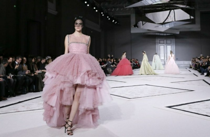 roza Hochzeitskleid