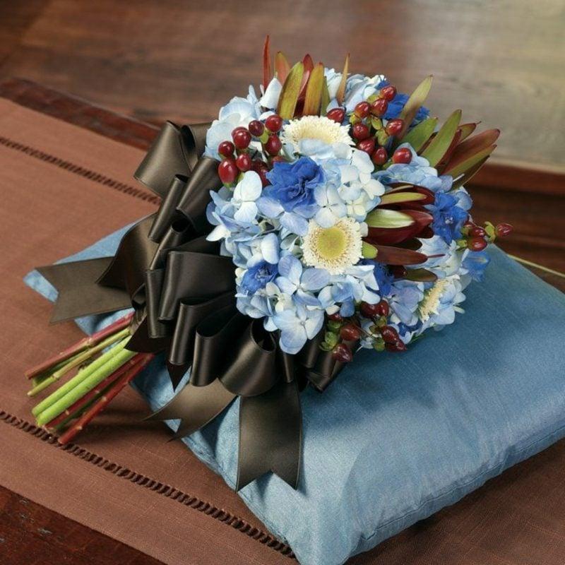 Hochzeitsstrauß Hellblau