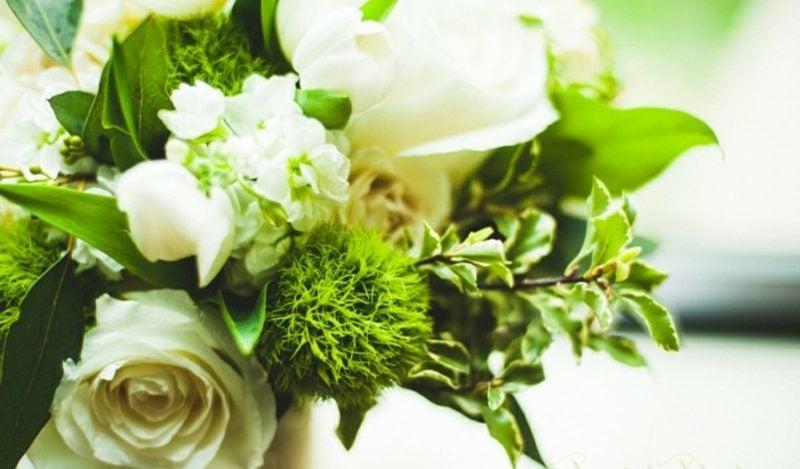 weisse Rosen Hochzeitsstrauβ