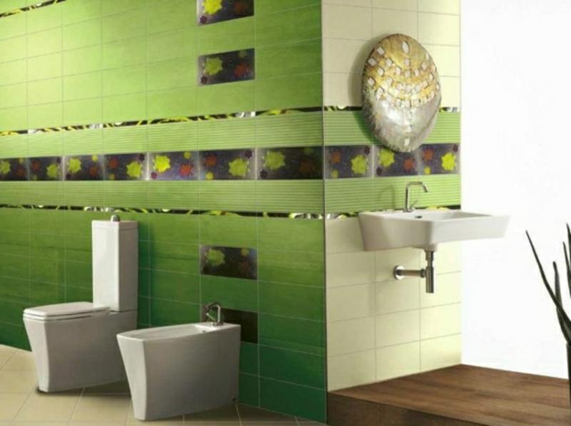 Grüne Fliesen mit floralen Motiven
