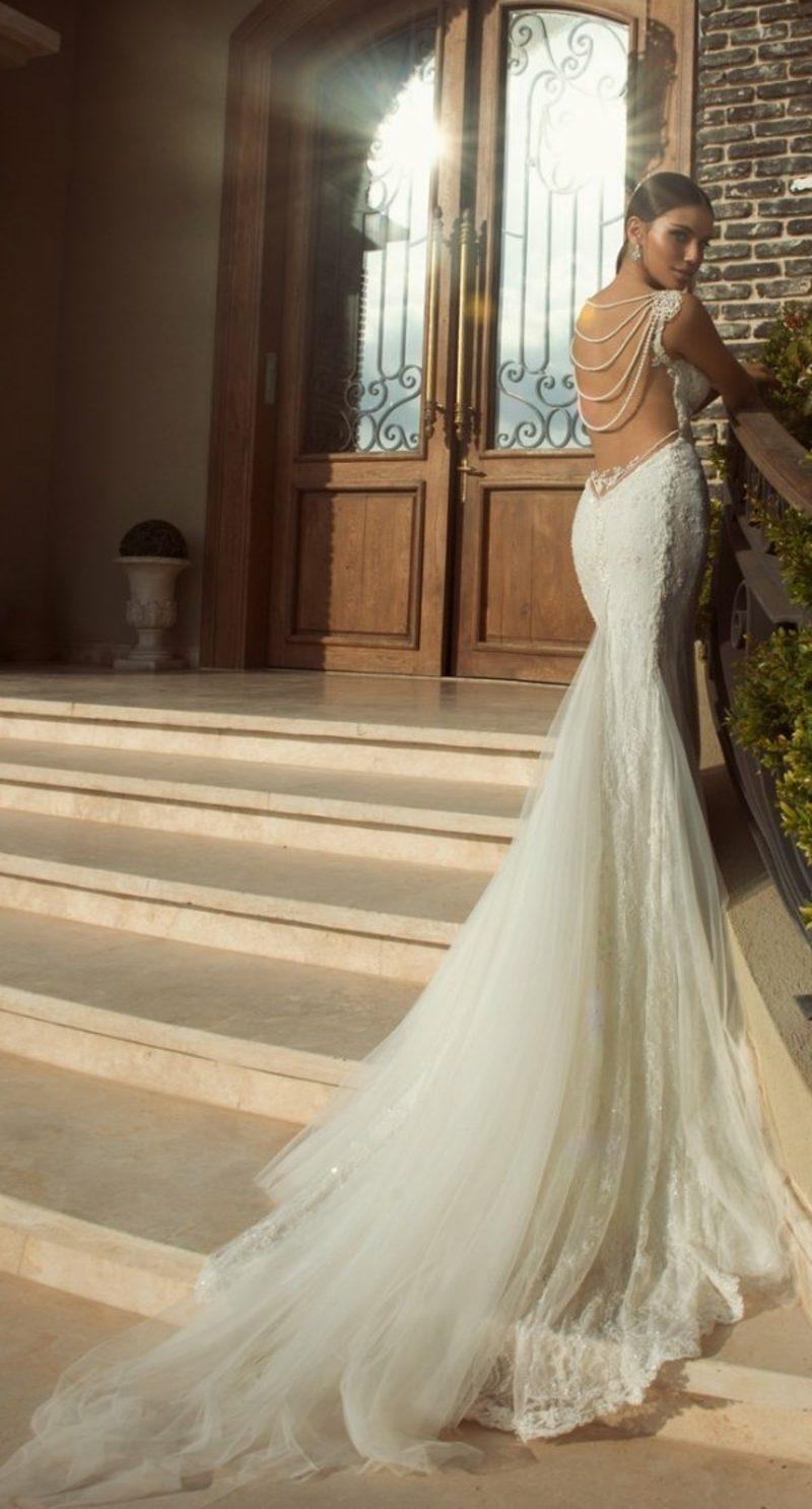 langes Hochzeitskleid Akzent im Rücken