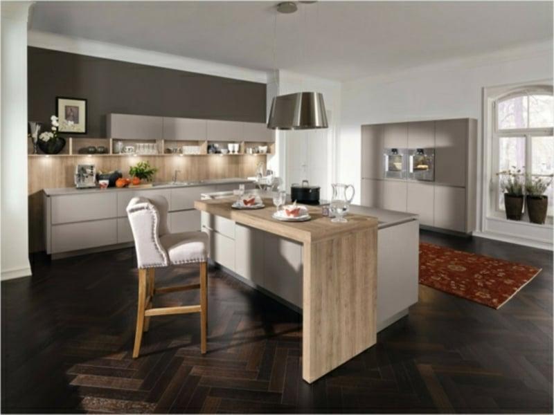 Praktische Kücheninseel Mit Holztisch