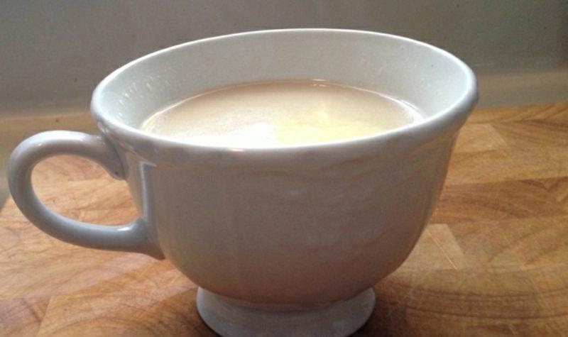 Kaffee mit Maca Pulver