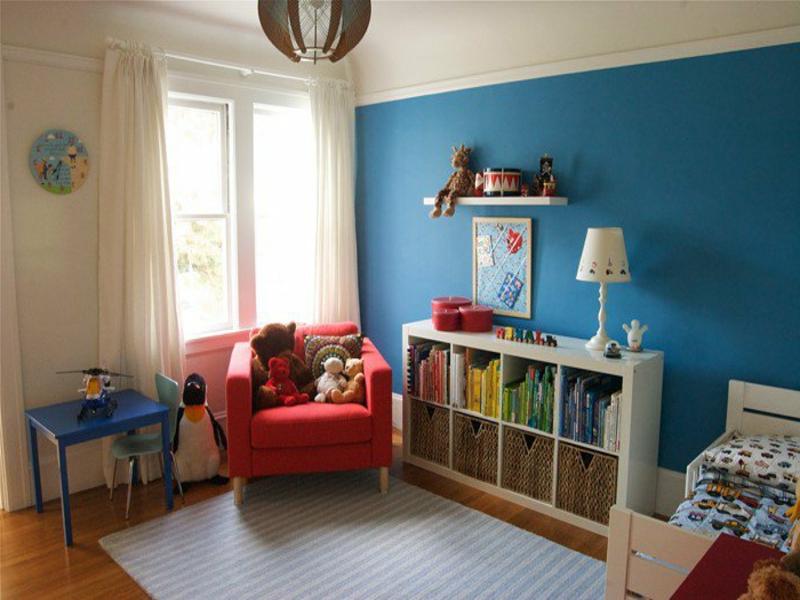 beige und blaue farbgestaltung im kinderzimmer